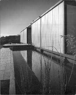 Julius Shulman-Bailey House-Case Study House 21 - Pierre Koenig